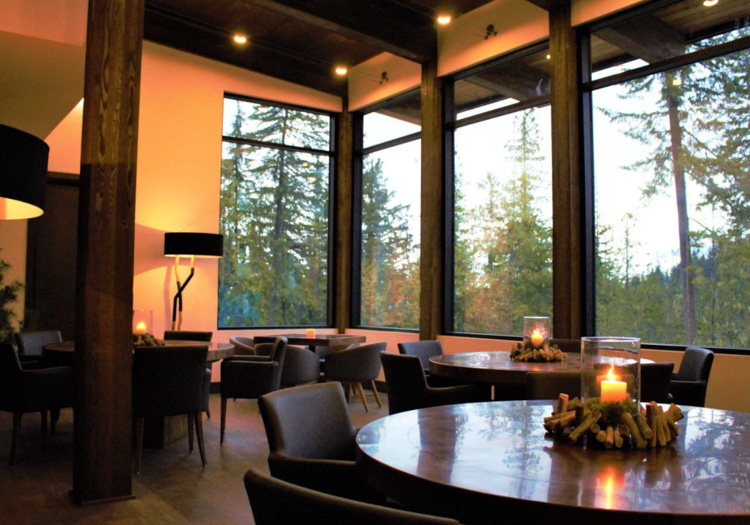 Eagle Pass HeliSkiing | Eagle Pass Lodge Dining Area