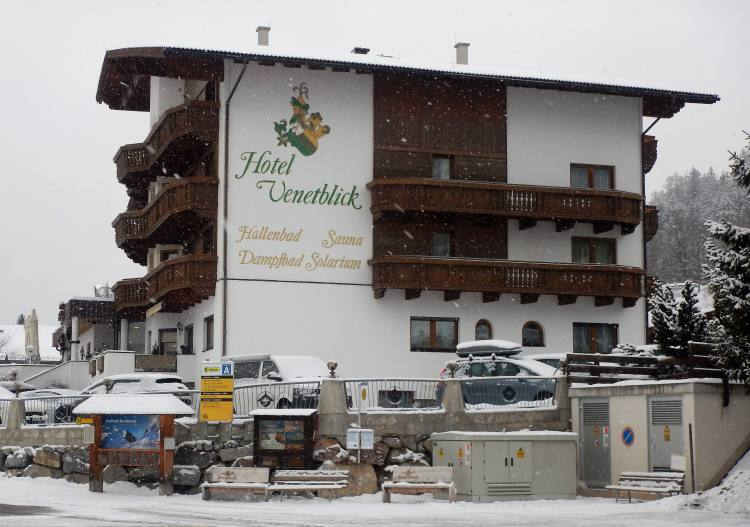 Hochzeiger has several ski in (& some ski out) lodging options.
