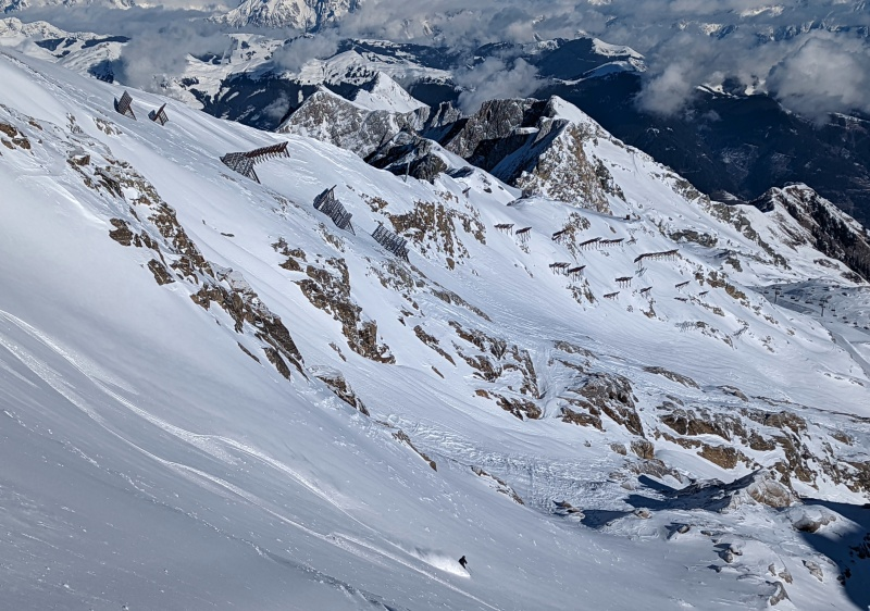 Challenging off piste like X2 on Kitzsteinhorn are great for advanced skiers.