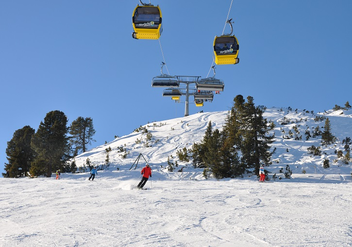 The Konbibahn allows skiers and non-skiers access to the top.