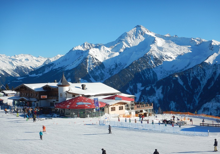 Austrian skii res0rts at their best - sun, snow, skiing, restaurarnts and  bars.