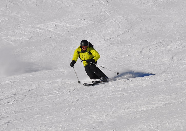 Skiing hard and fast on one of Mayrhofen's internediate groomers.