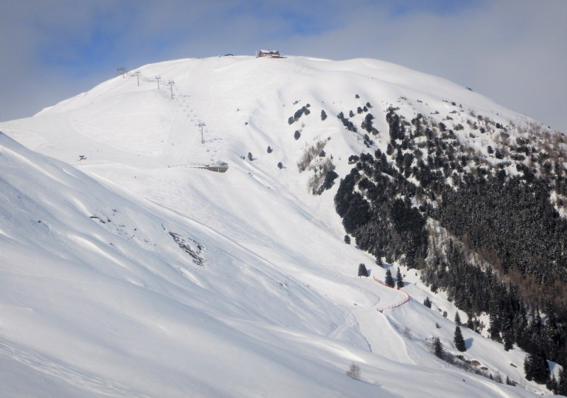 Rifflsee ski resort shares a lift ticket with Pitztal & has quality terrain options.