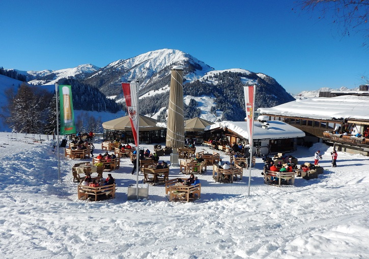 60 mountain huts provide the food and drink at SkiCircus Saalbach.