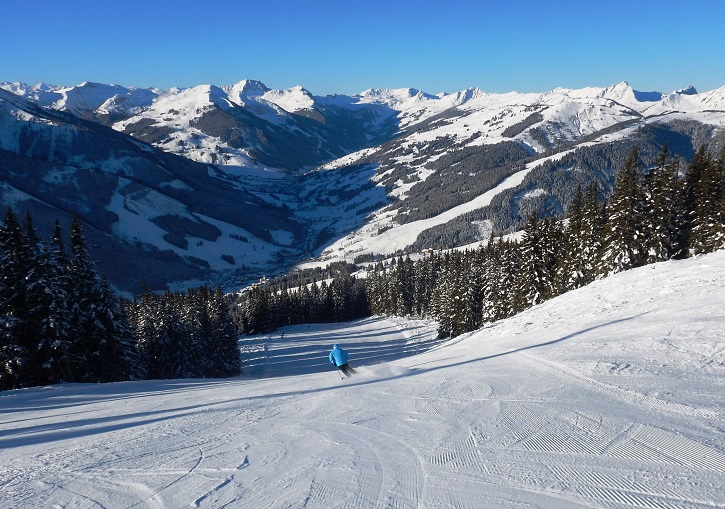 SkiCircus Saalbach - deserted slopes, vast terrain.