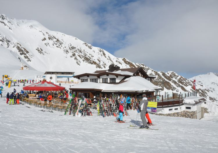 Well organised but busy mountain restaurants are plentiful at Sölden.