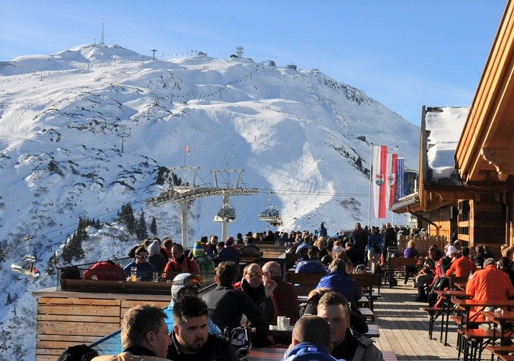 Après starts early in St Anton. Buckle up for a long day (and night).