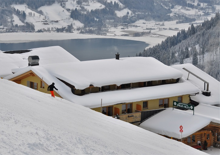 Skiing Zell am See ski resorts trail 20 to the excellent Jaga-alm restaurant.