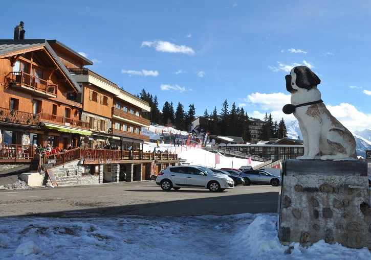 La Rosiere ski resort straddles the Petit St Bernard Pass, hence the dog!