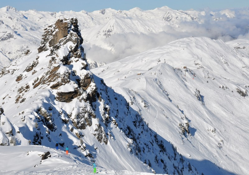 Off-piste terrain along the ridge between Meribel & Les Menuires is best explored with a guide