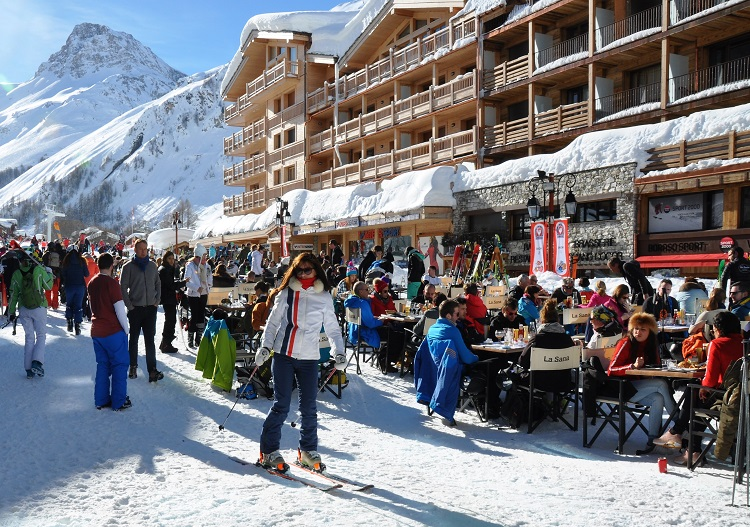 Val d'Isere has a lively, bustling feel from lunchtime til late.