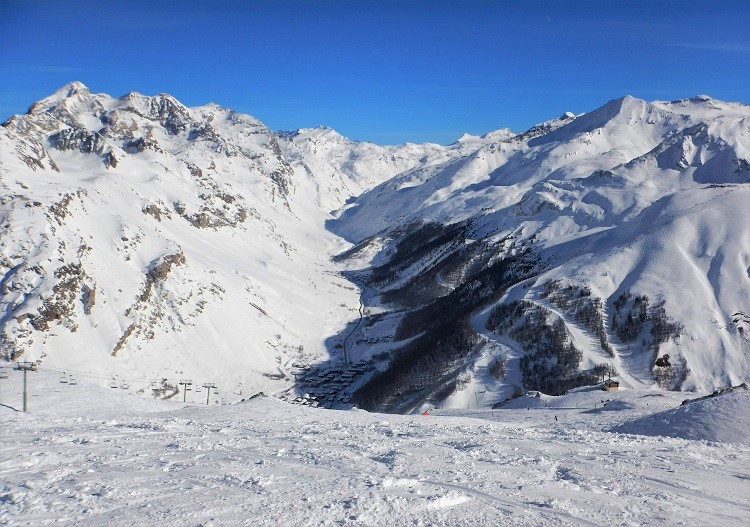 Val d'Isere ski resort has over 10,000ha of freeride terrain.