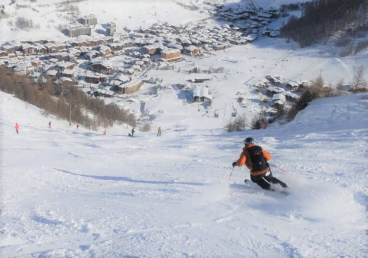 Ski Val d'Isere's  famous 'Face' run as fast as you can!