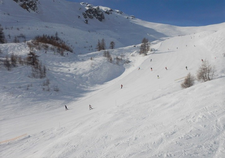 Serre Chevalier has huge wide intermediate terrain (near Vallons chairlift).