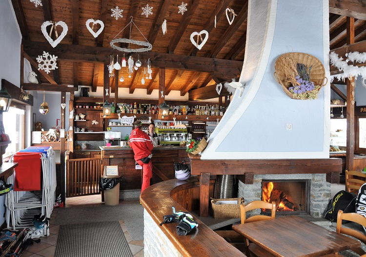 The bar at Laris in Champorcher ski resort.