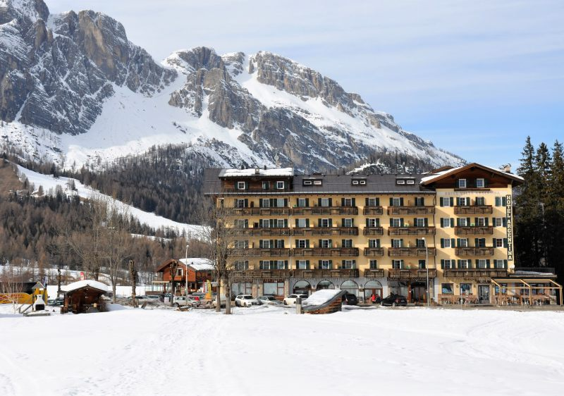 Cortina has a huge beginner ski area between Socrepes and Pocol.