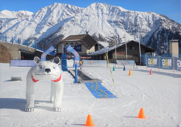 Courmayeur has 3 small but professional and effective learn to ski areas.