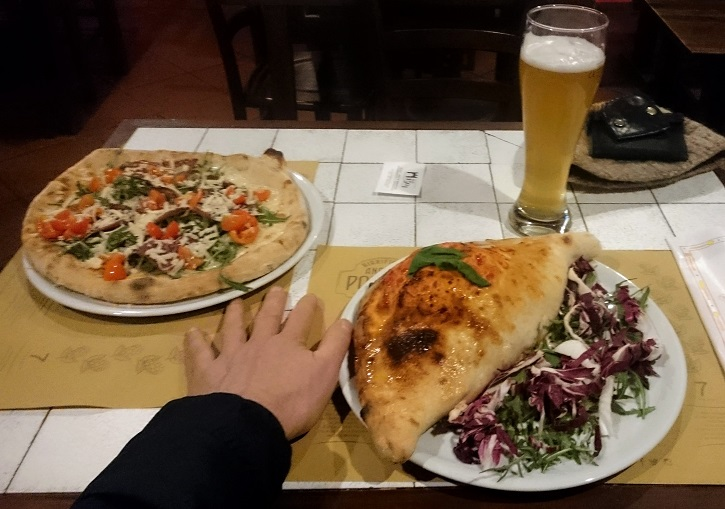 Perfect pizza and calzone at Oulx.