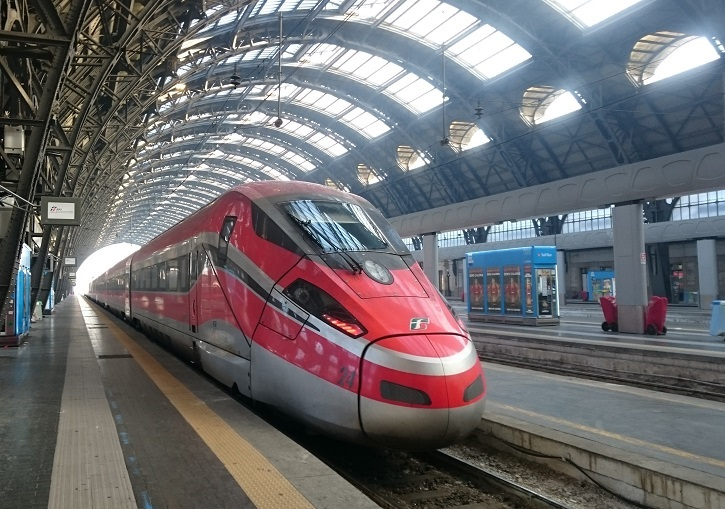 Oulx  train station is accessible by fast train from Turin, Milan and Paris.