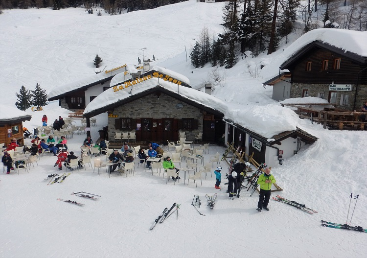 Pila has loads of après ski options throughout the resort.