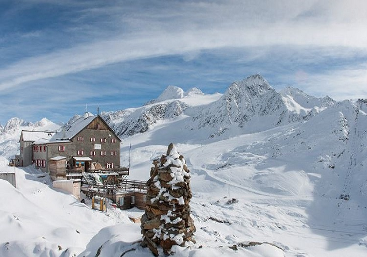 Val Senales Bella Vista Hut is one of several ski in ski out lodging options.