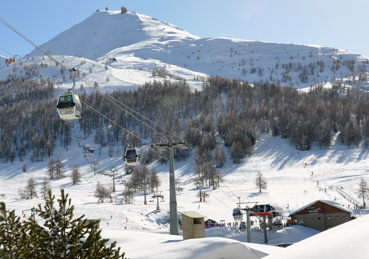 The ViaLattea fully connects Sestriere by gondola to other resorts.
