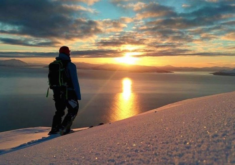 Ski the midnight sun at Lyngen Alps (Photo - 9 Vallees)