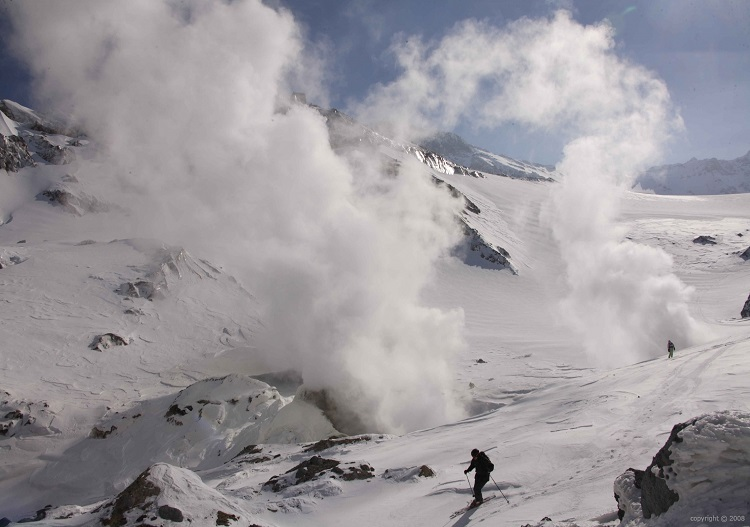 Steaming vents are common when skiing Kamchatka (photo - 9 Vallees)