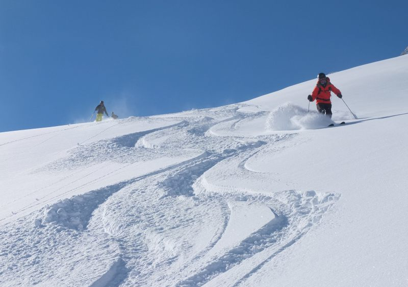 Ski powder in Spain (Pyrenees Heliskiing)