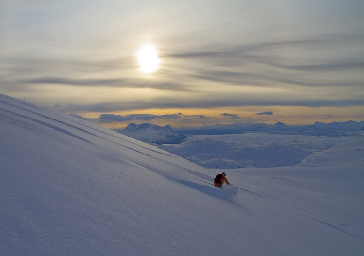 Midnight sun skiing at Riksgransen. (Photo - Andreas Bengtsson)