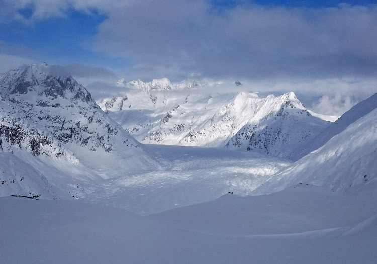 The Aletsch Glacier divides the ski resorts of Belalp and Aletsch Arena.