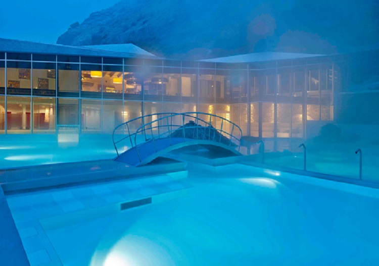 Brigerbad thermal baths are an oasis in the evenings at Brig.
