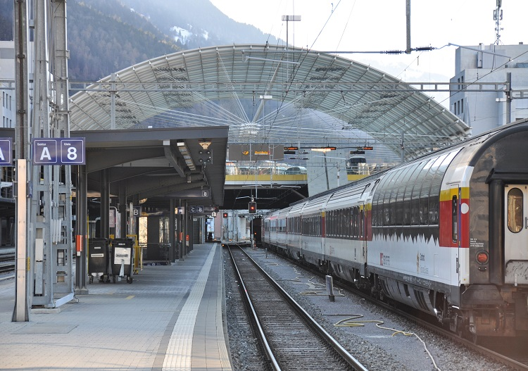 The station at Chur has integrated train and bus services to all ski resorts.