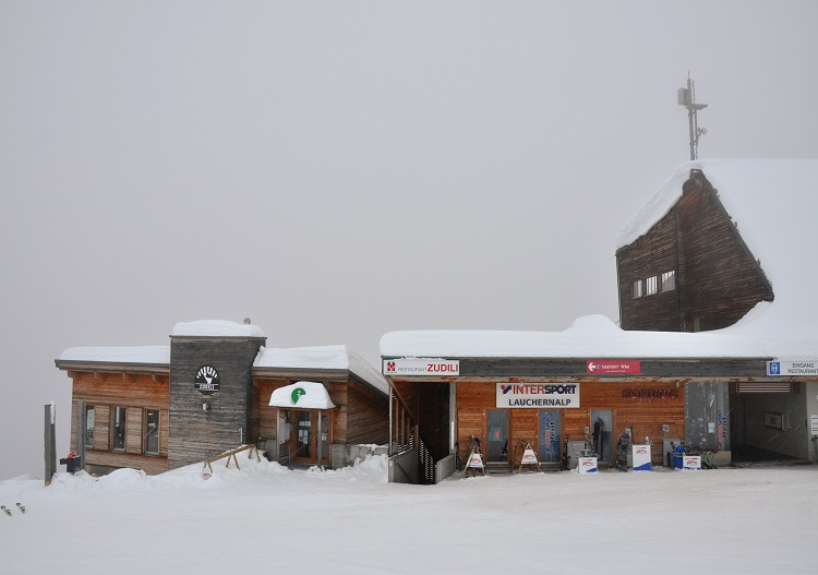 Lauchernalp has a quality restaurant, bar, ski shop & market in one complex.