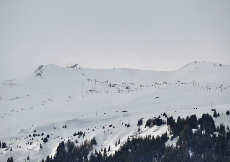 Savognin ski terrain has over 1500m of vertical & a summit at 2713m.