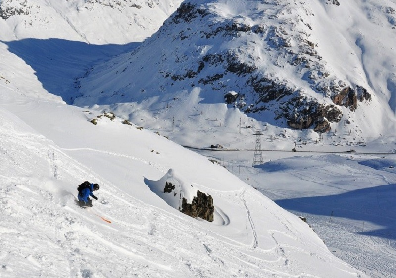Frreriding tracked powder on Diavolezza, the third St Moritz ski area.