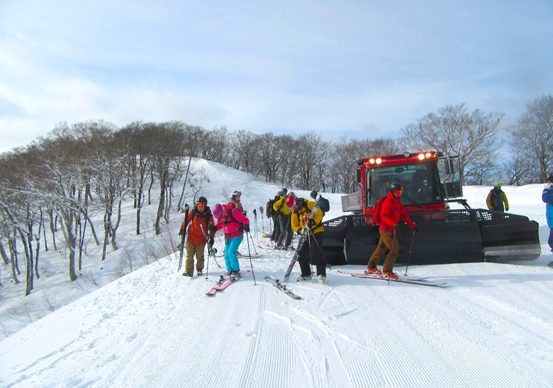 Cat skiing on the former piste at Shizukuishi