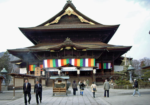 Such as visiting the Zenkoji temple