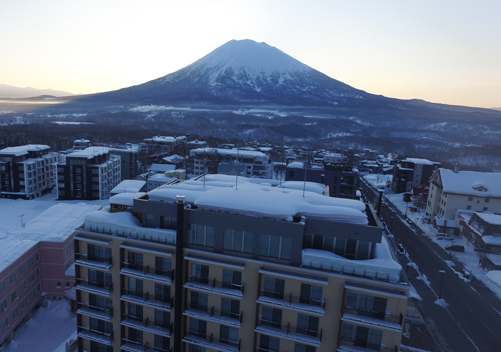 Chalet Ivy is lavishly appointed and has the attentive service you'd expect of a boutique hotel, yet this luxury Niseko hotel is large enough to lots of amenities, Chalet Ivy is a 4.5 star hotel that caters to those with discerning tastes in accommodation.