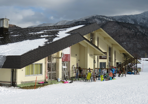 The Centre House: sports bar, ski school and kids room