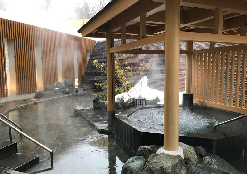 A beautiful Japanese onsen at Lotte Arai