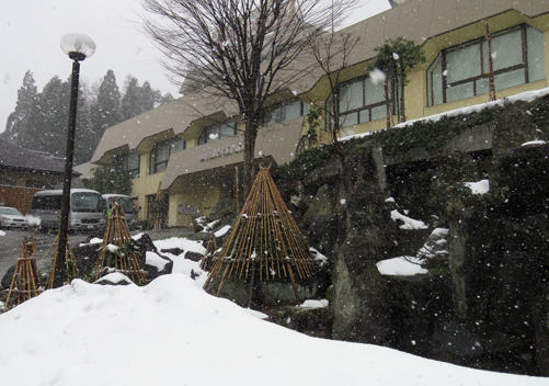 The Yuzawa Grand Hotel is located very close to the Echigo Yuzawa train station and the bus stops to the many ski resorts in Yuzawa.