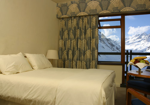 Hotel Portillo is the world renowned icon of Portillo ski resort in Chile. See info re the Hotel Portillo packages and rates.